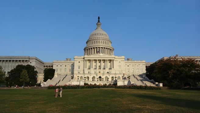 1280px-us_capitol_during_government_shutdown;_west_side;_washington,_dc;_2013-10-06